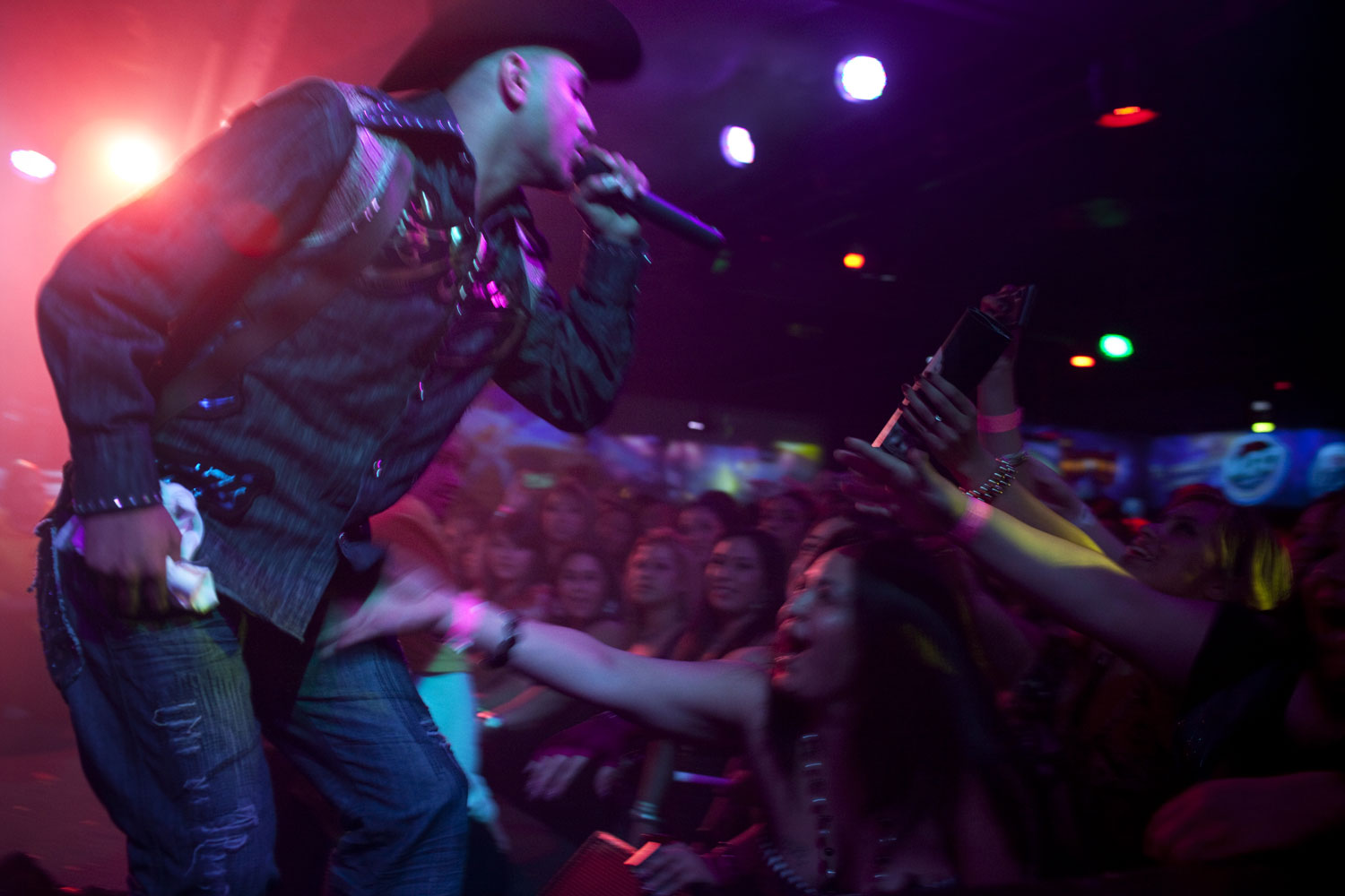 Performance                               Andres  El Macizo  Márquez, 22, performs at El Rodeo Night Club in Pico Rivera, Calif. The fast-paced narcocorridos that he plays celebrate the lives and crimes of Mexican drug lords