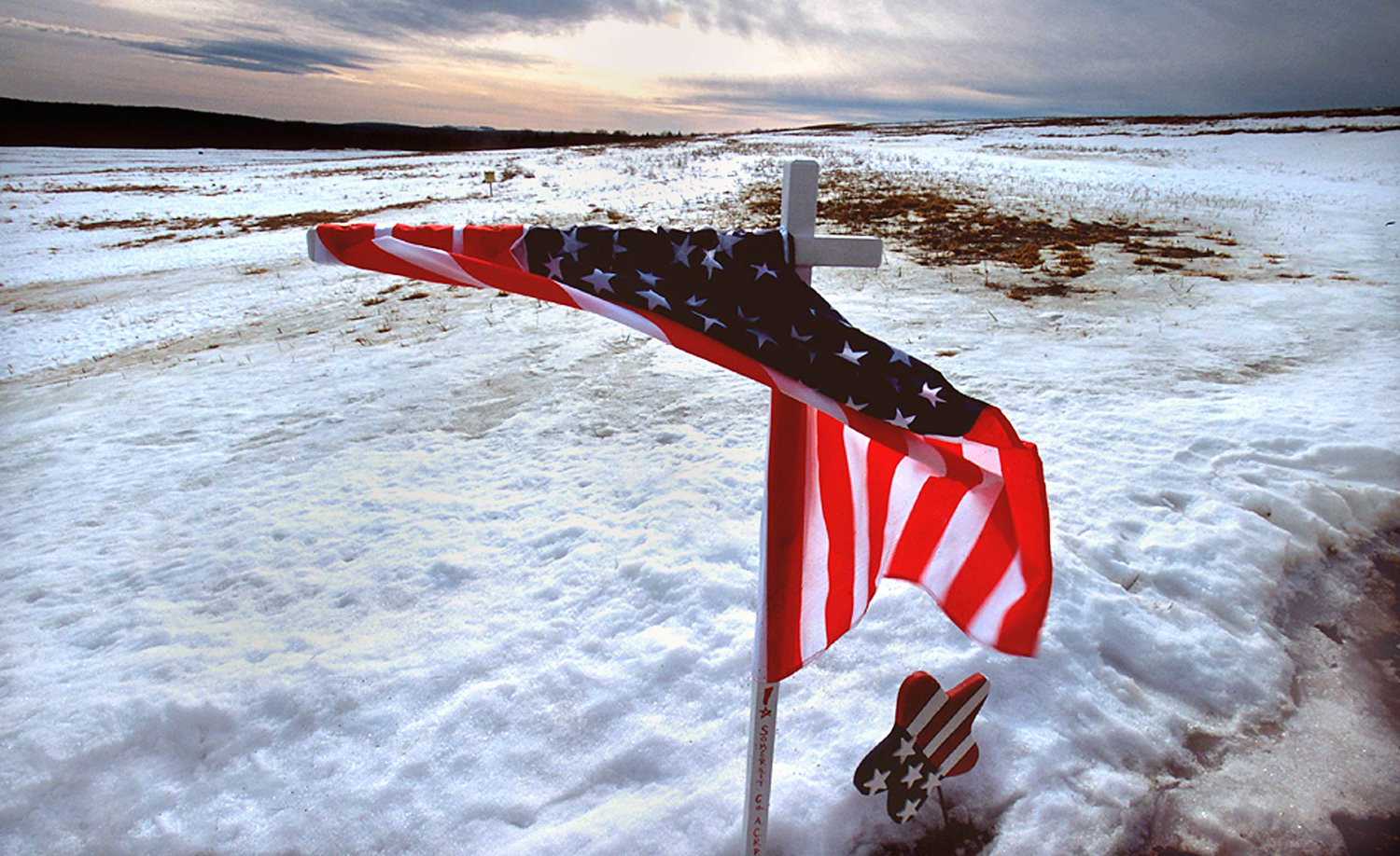 A flag wrapped around a cross at the crash site of Flight 93, December 2001.