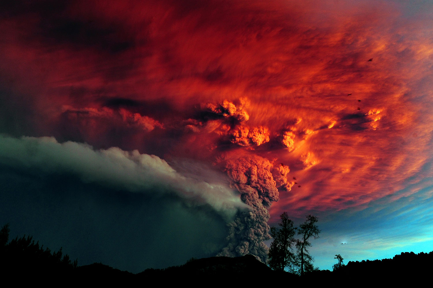 A cloud of ash billowing from Puyehue volcano near Osorno in southern Chile, 870 km south of Santiago, on June 5, 2011.
