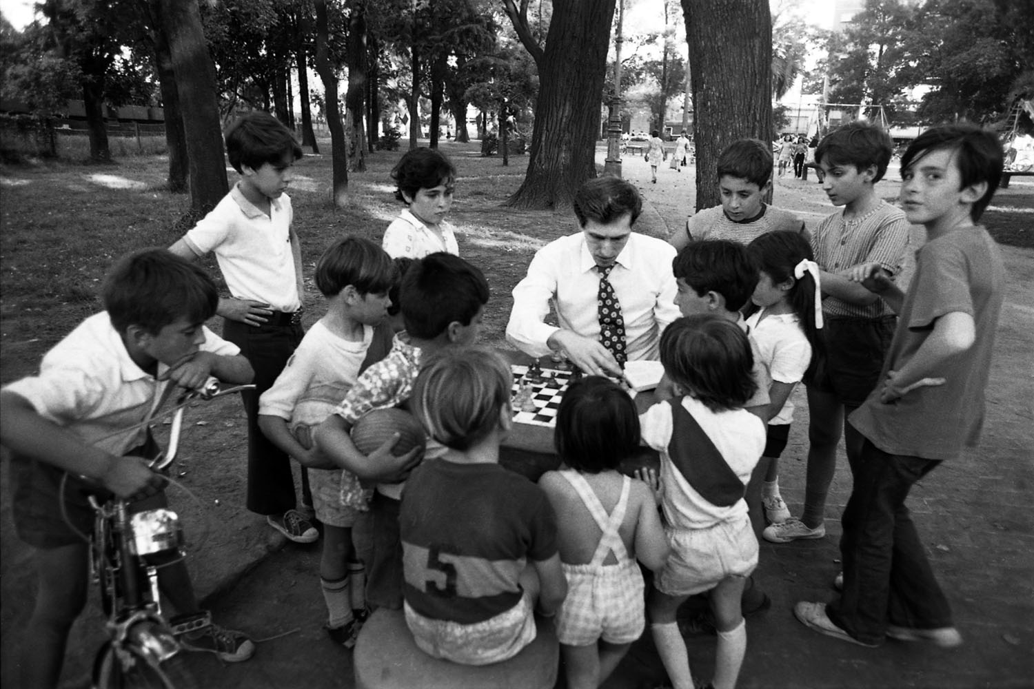 Playing chess in a Buenos Aires Park, 1971