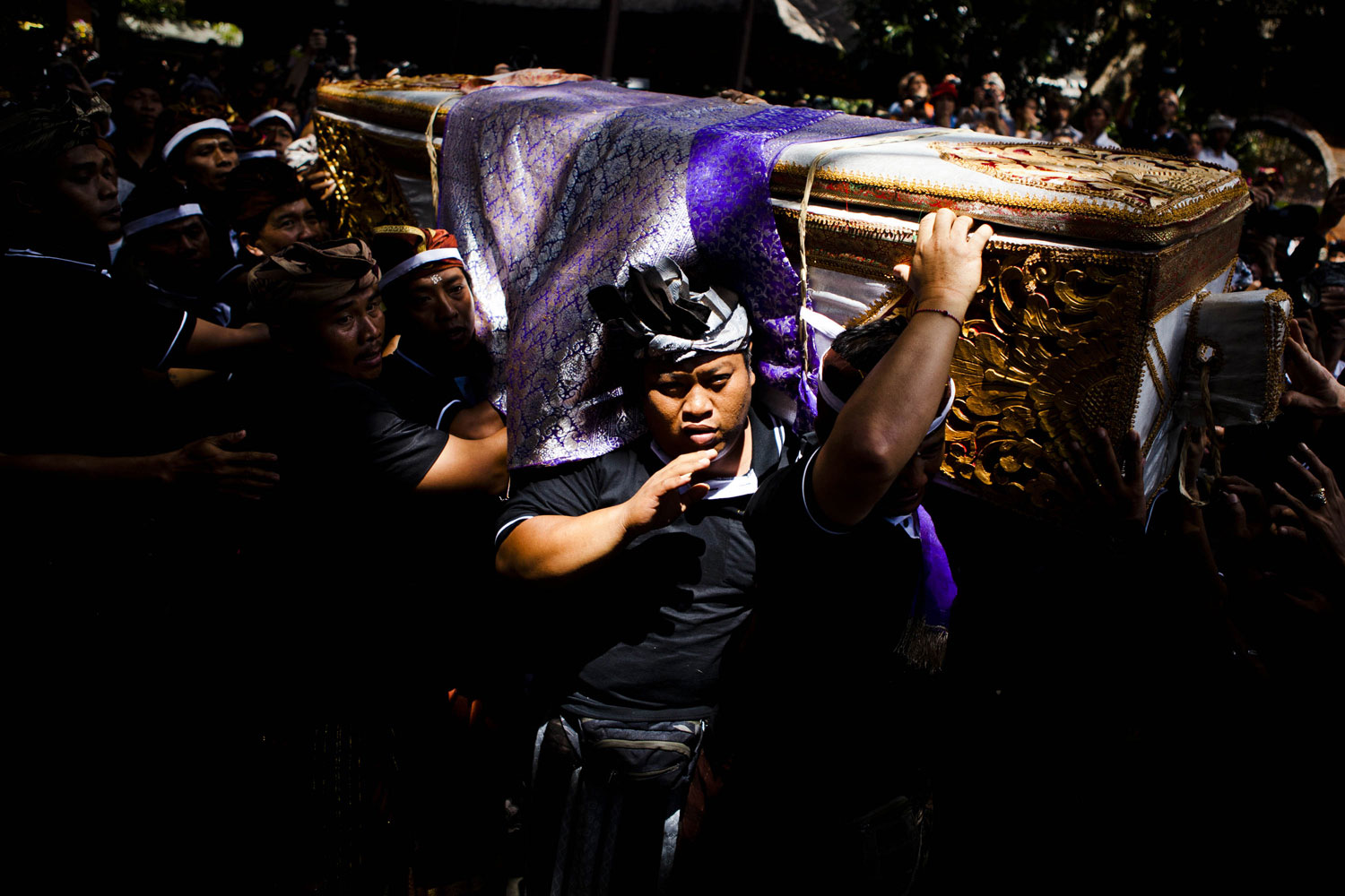 August 18, 2011. Balinese men carry the coffin of Anak Agung Rai Niang during the Hindu Royal cremation—also know as the Pengabenan—for the mother of Gianyar Regent, Tjokorda Oka Artha Ardana Sukawati, at Puri Ubud in Gianyar Bali in Ubud, Bali, Indonesia. Niang Rai died in a Denpasar hospital in May; and will involve a nine level, 24m high 'bade' or body carring tower, made by upto 100 volunteers from 14 local villages. It will be carried to the cremation by 4500 Ubud residents.