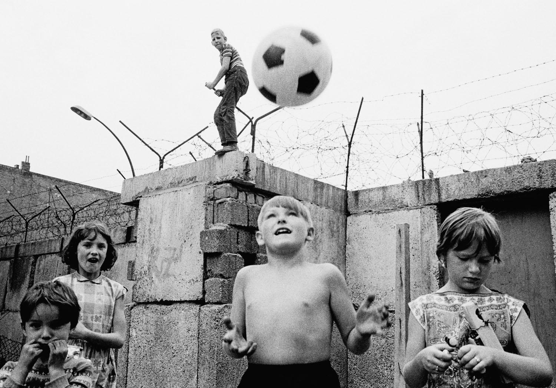 West Berlin, 1963. Children playing at the Berlin neighborhood of Wedding.