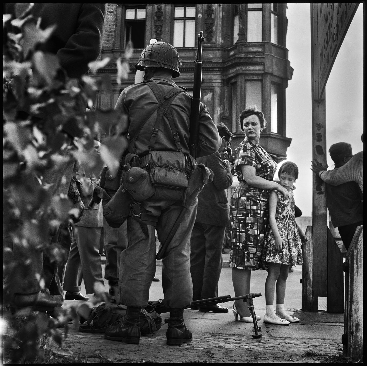American soldiers, Friedrichstrasse near Checkpoint Charlie, at the time of the construction of the Berlin Wall, West Berlin, Germany, August 1961