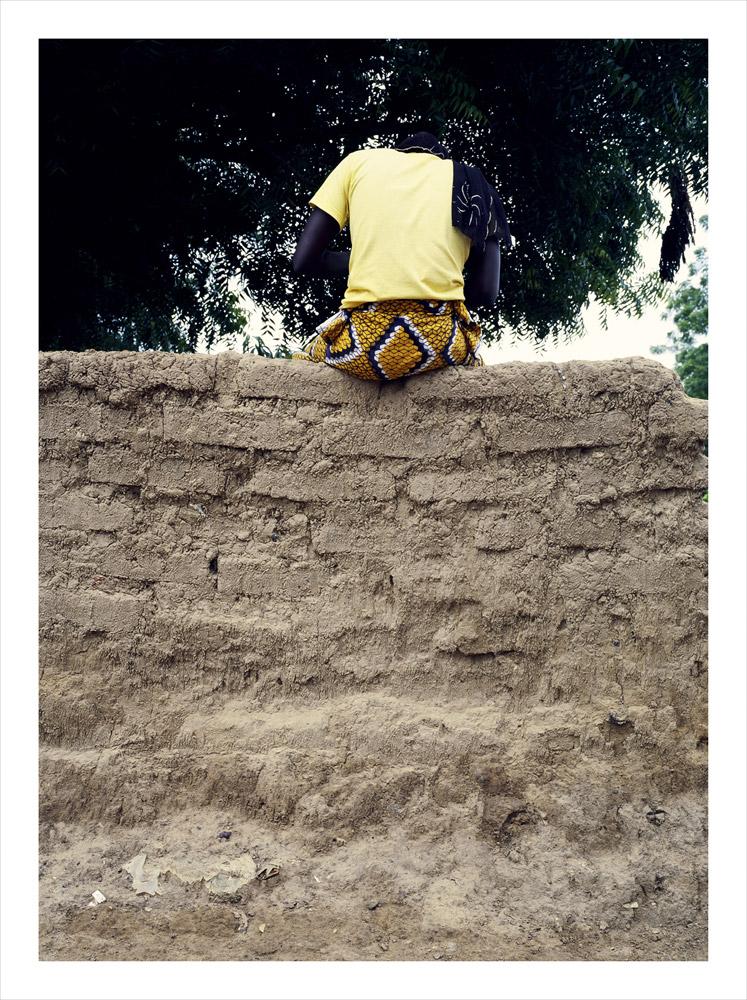 Woman sitting, from Moi, Un Blanc series, Mali, 2010