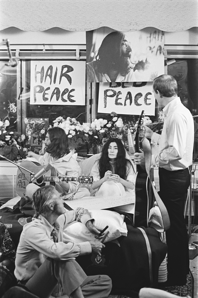 John Lennon, Yoko Ono, Tommy Smothers and Timothy Leary.
