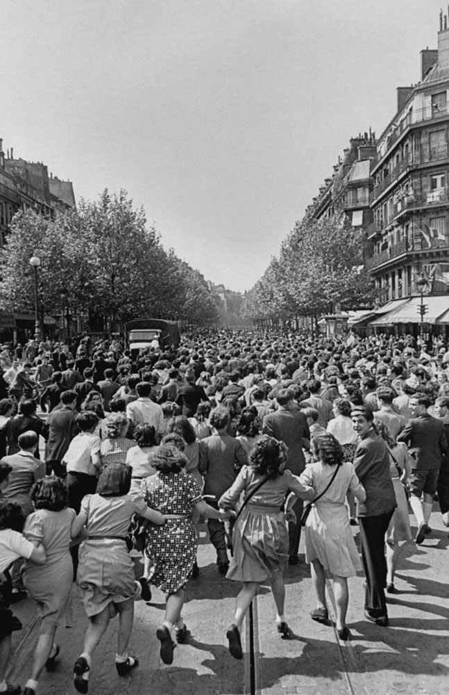 <strong>Not published in LIFE.</strong> Parisians — and untold numbers of refugees from other countries, trapped in Paris since the Germans captured the capital in 1940 — pour into the streets on August 25, 1944.