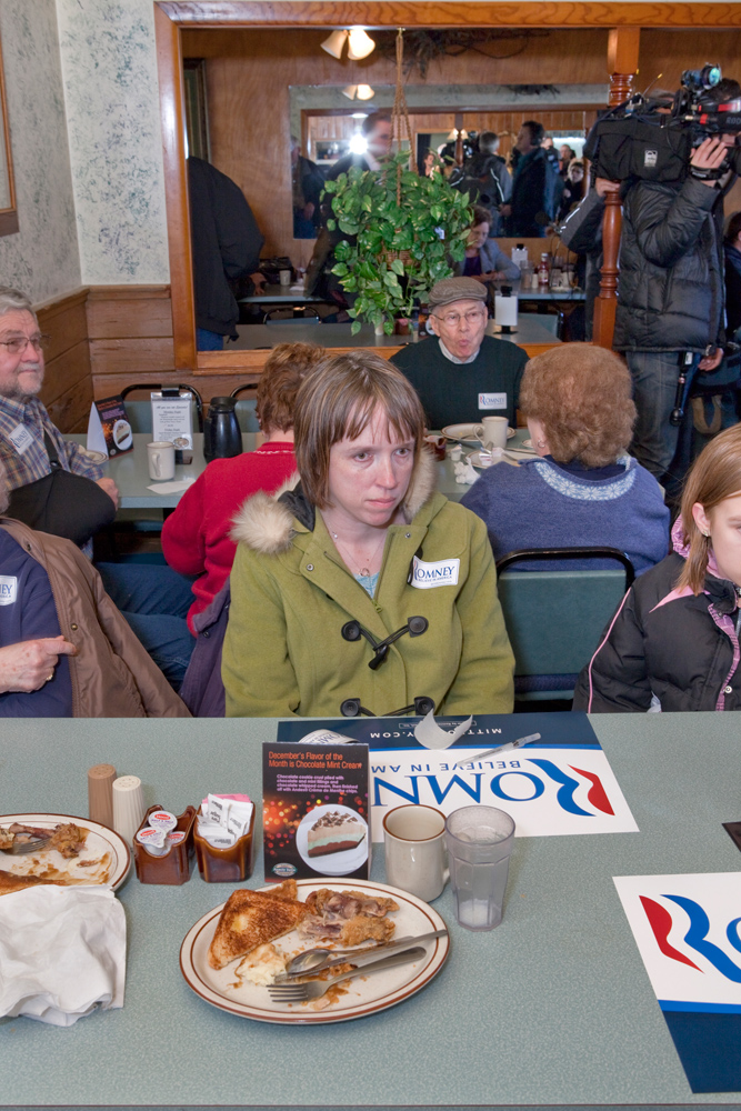Romney meets with voters to discuss jobs and the economy at the Family Table Restaurant in Atlantic, Iowa on January 1, 2012.