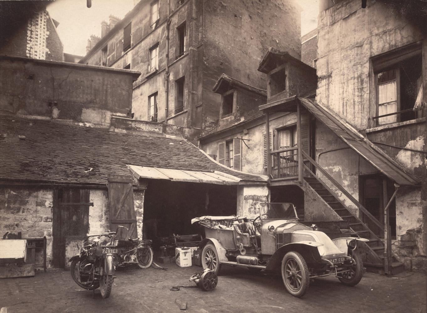 Court at 7 rue de Valence, 1922