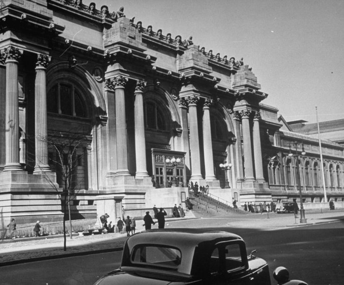 The Metropolitan Museum of Art in New York, seen from across Fifth Avenue, January 1939.