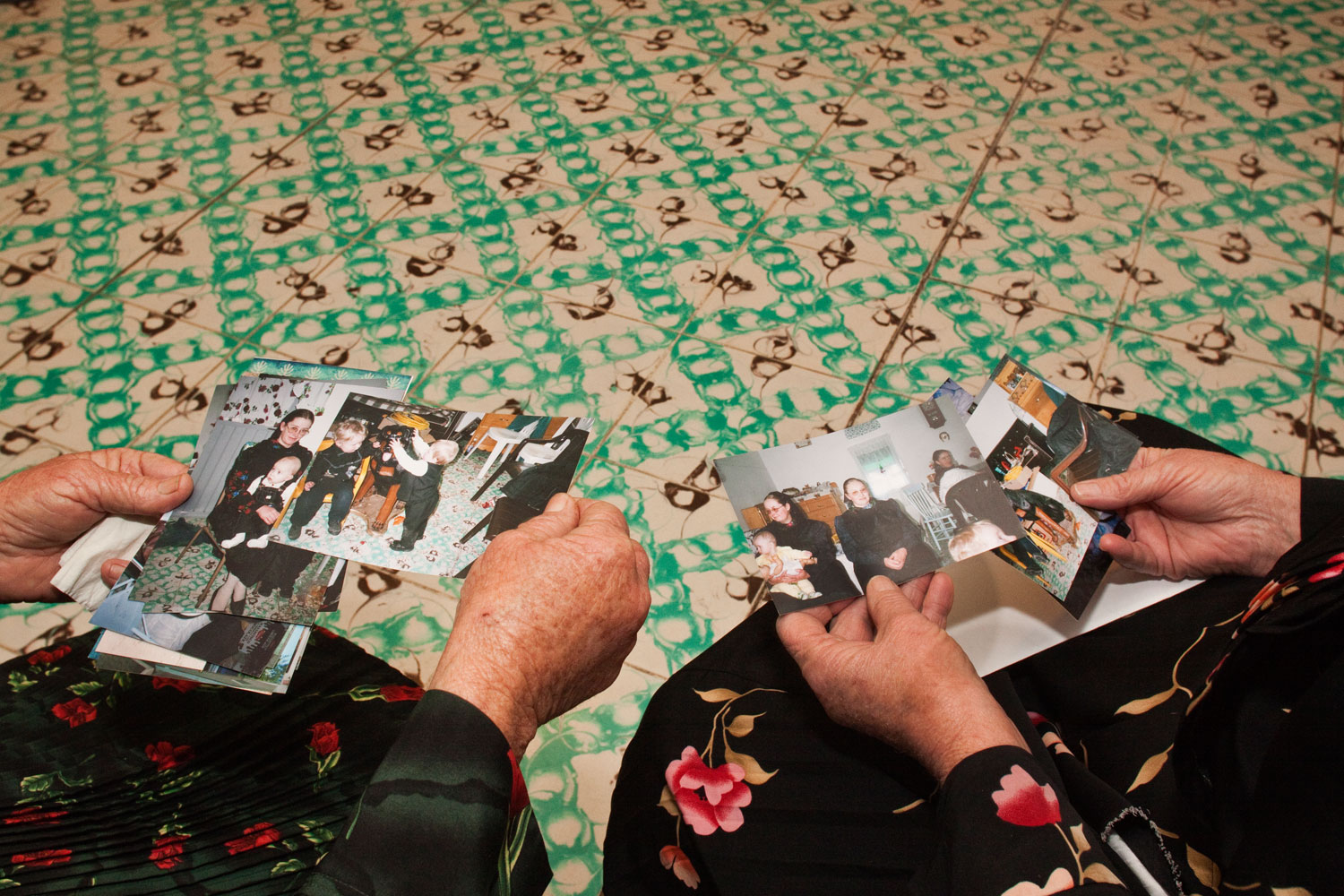 Sharing pictures. Some women showed me pictures they had taken of their family. Nuevo Ideal, Durango, Mexico, 2010