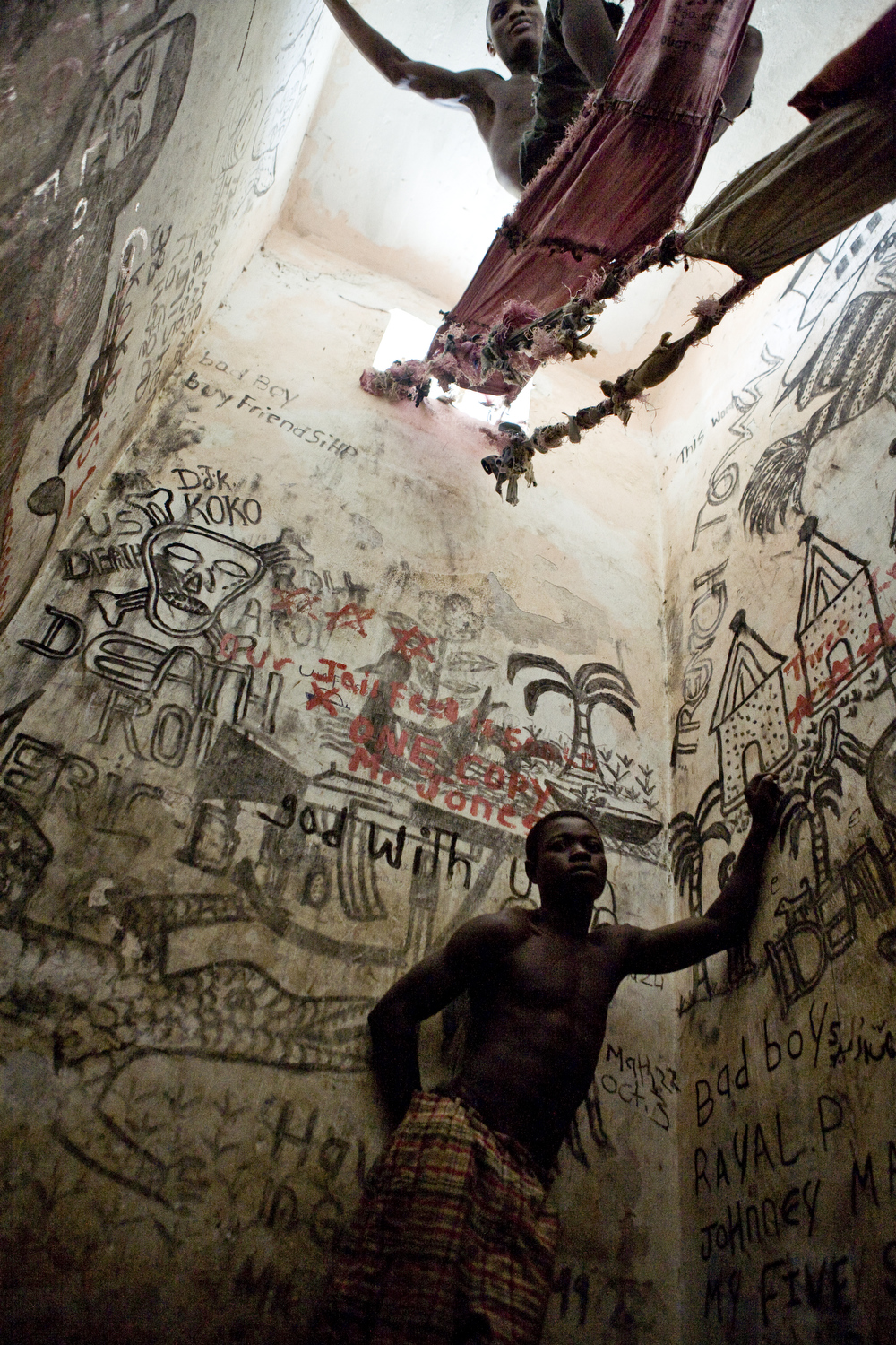 Cells in Monrovia Central Prison intended for two prisoners are often crowded with up to seven inmates. Some sleep on hammocks made from empty rice bags tied to the cell bars and windows.