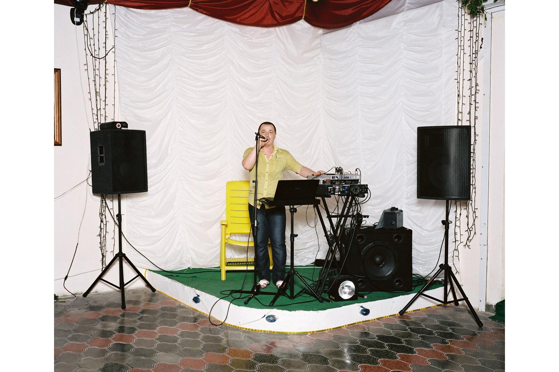 Aleksander Setrakovich Gamalyan sings Bez Tebya ( Without you )                               Astoria restaurant, Novomikhailovsky.