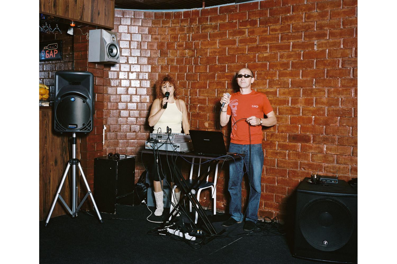Aleksey Kalinin and Lubov Korniyenko sing Otpusti ( Let go )                               Yug Cafe, Lazarevskaya.