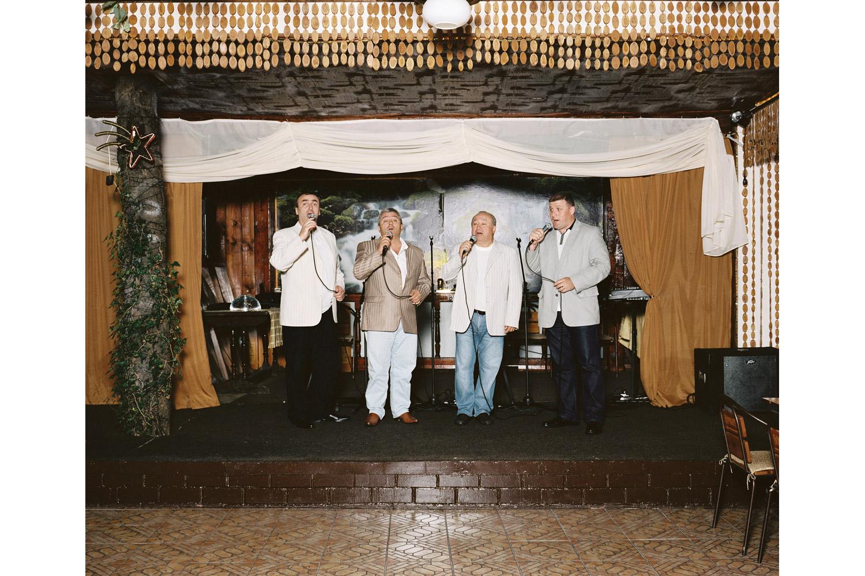 Selenade performs Strana tsveti ( Country flowers )                               Vody Logidze restaurant, Sochi.
