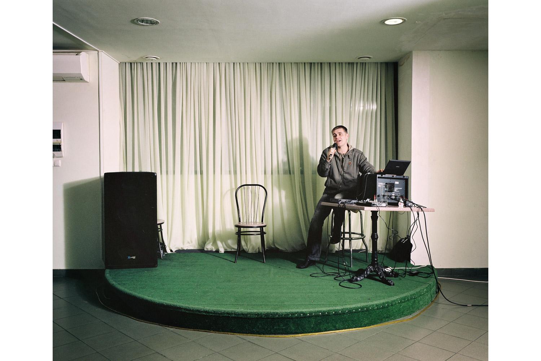 Denis Kursekov sings Perekrestok ( Crossroads )                               Balayeva restaurant, Sochi.