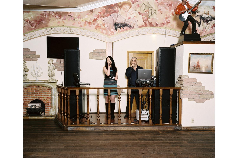 Elena Kilvinskaya and Eduard Arteyev sing Shelest ( Rustle )                               Katyusha restaurant, Sochi.