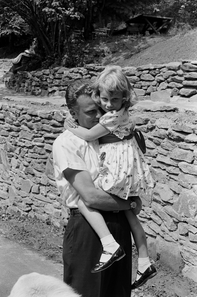 <strong>Not published in LIFE.</strong> Billy Graham and his daughter, Ruth, in 1956.