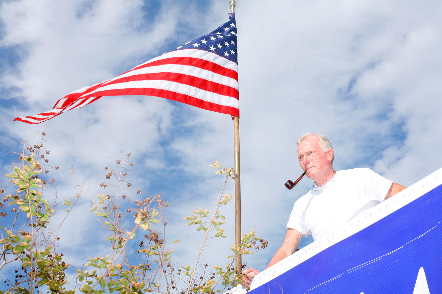 A man smokes a pipe outside the Tampa Convention Center before Romney´s Florida Primary event, January 31, 2012.