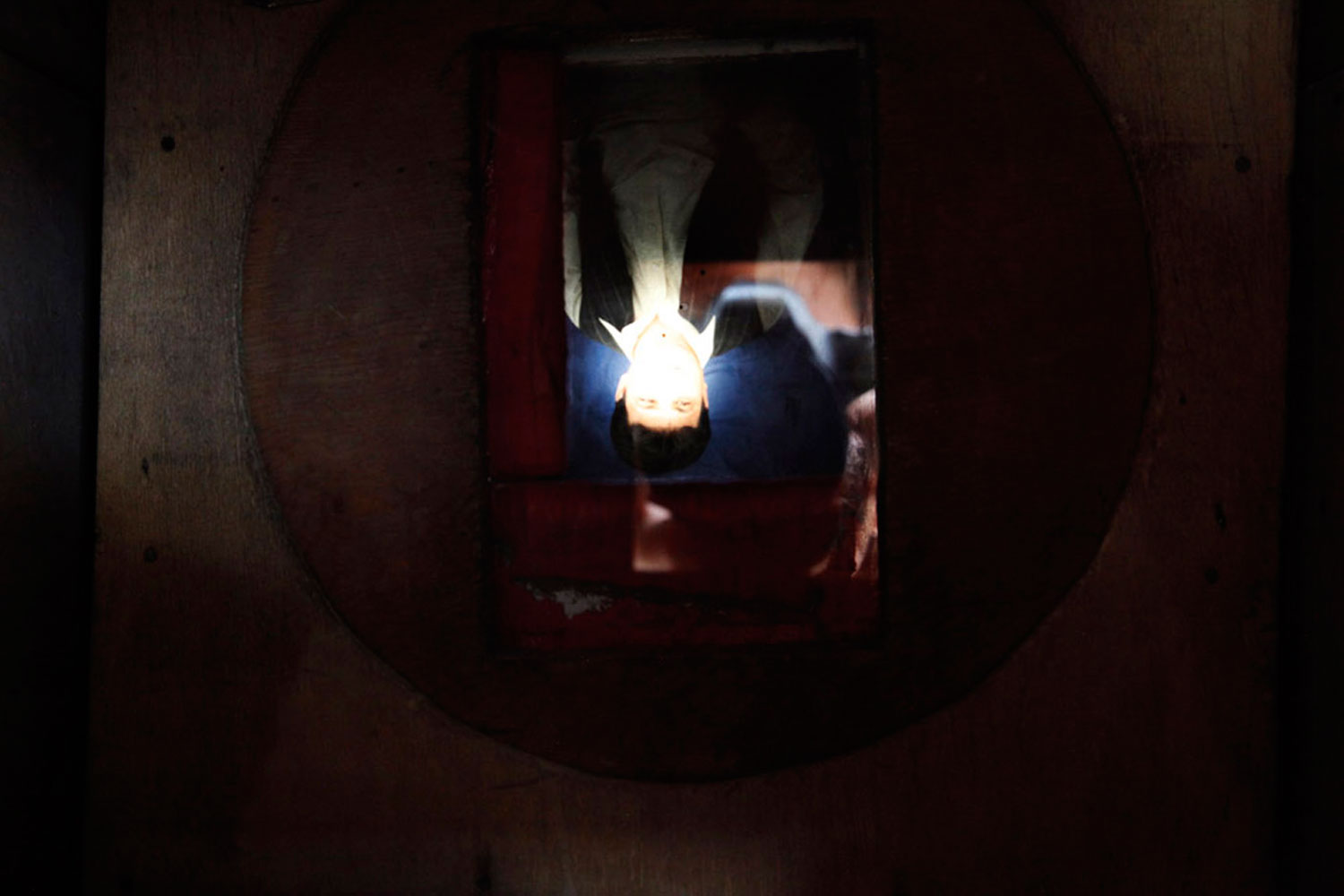 An image of a customer projected onto the focusing plate of Qalam Nabi's camera.