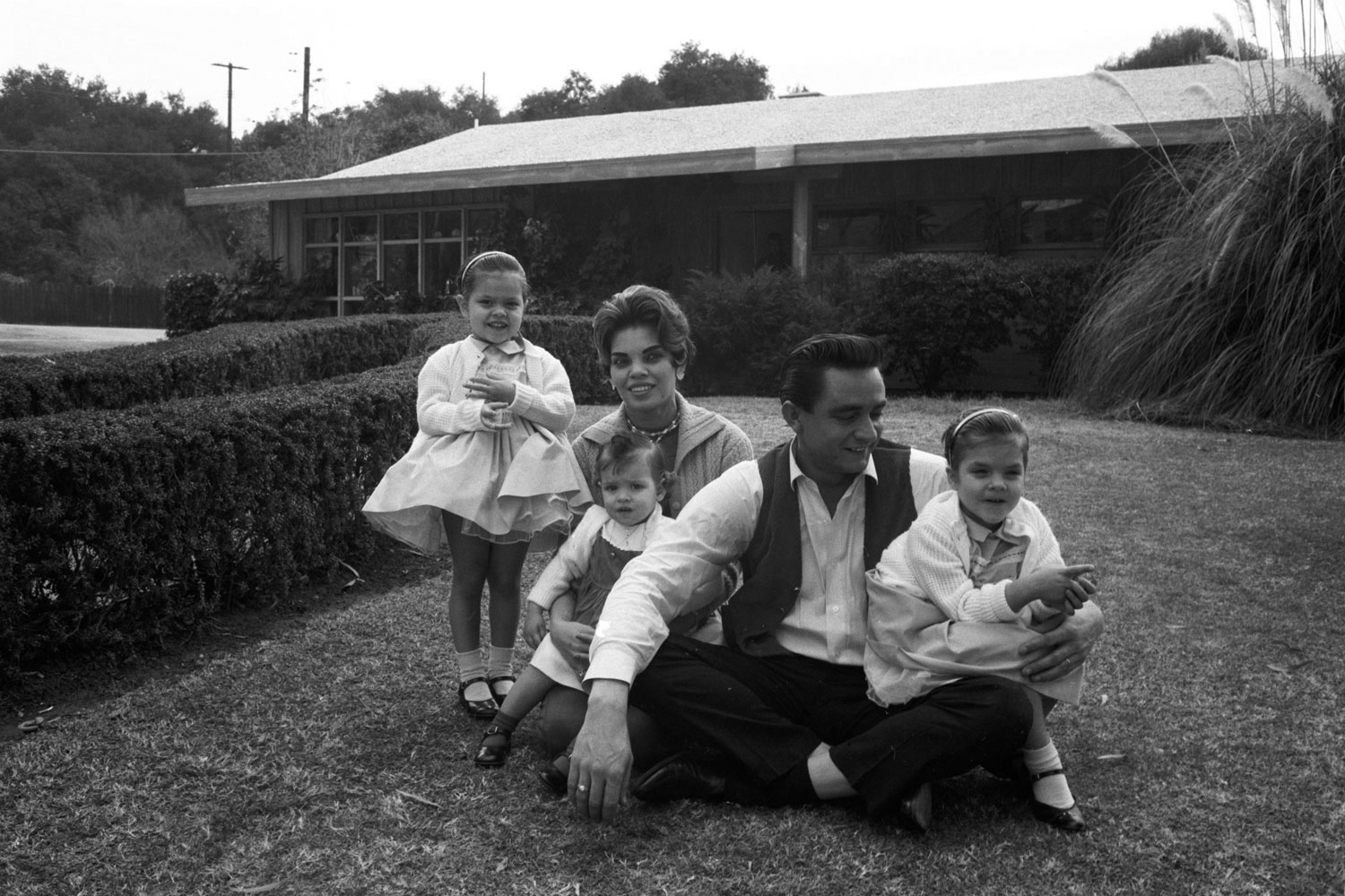 At home in California with first wife Vivian Liberto and daughters Rosanne, Kathy and Cindy, January 1960.