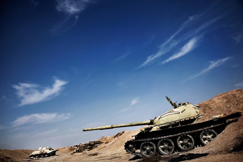 City Cinema creates an elaborate set design for a war scene using real tanks in Tehran.