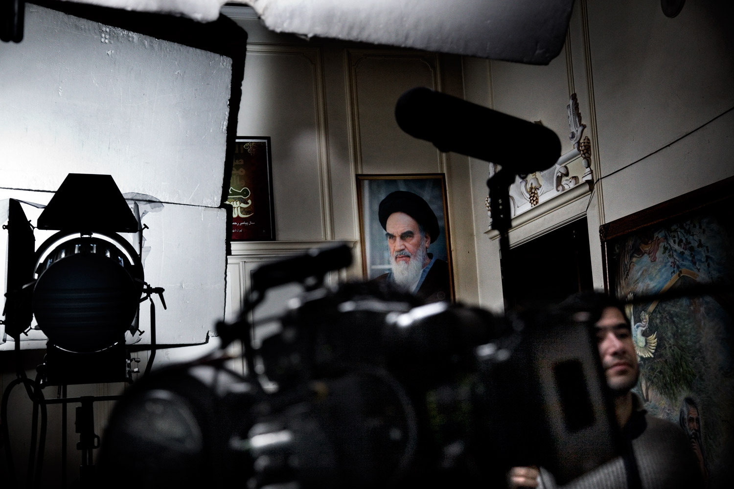 Production pauses on set during the filming of A Woman Is Always Involved by Kamal Tabrizi in Tehran.