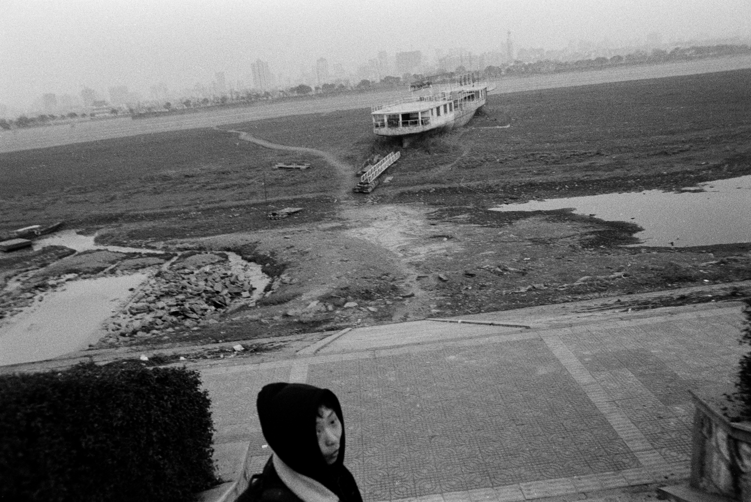 Grounded ship on the banks of the Xiang River. 2008.