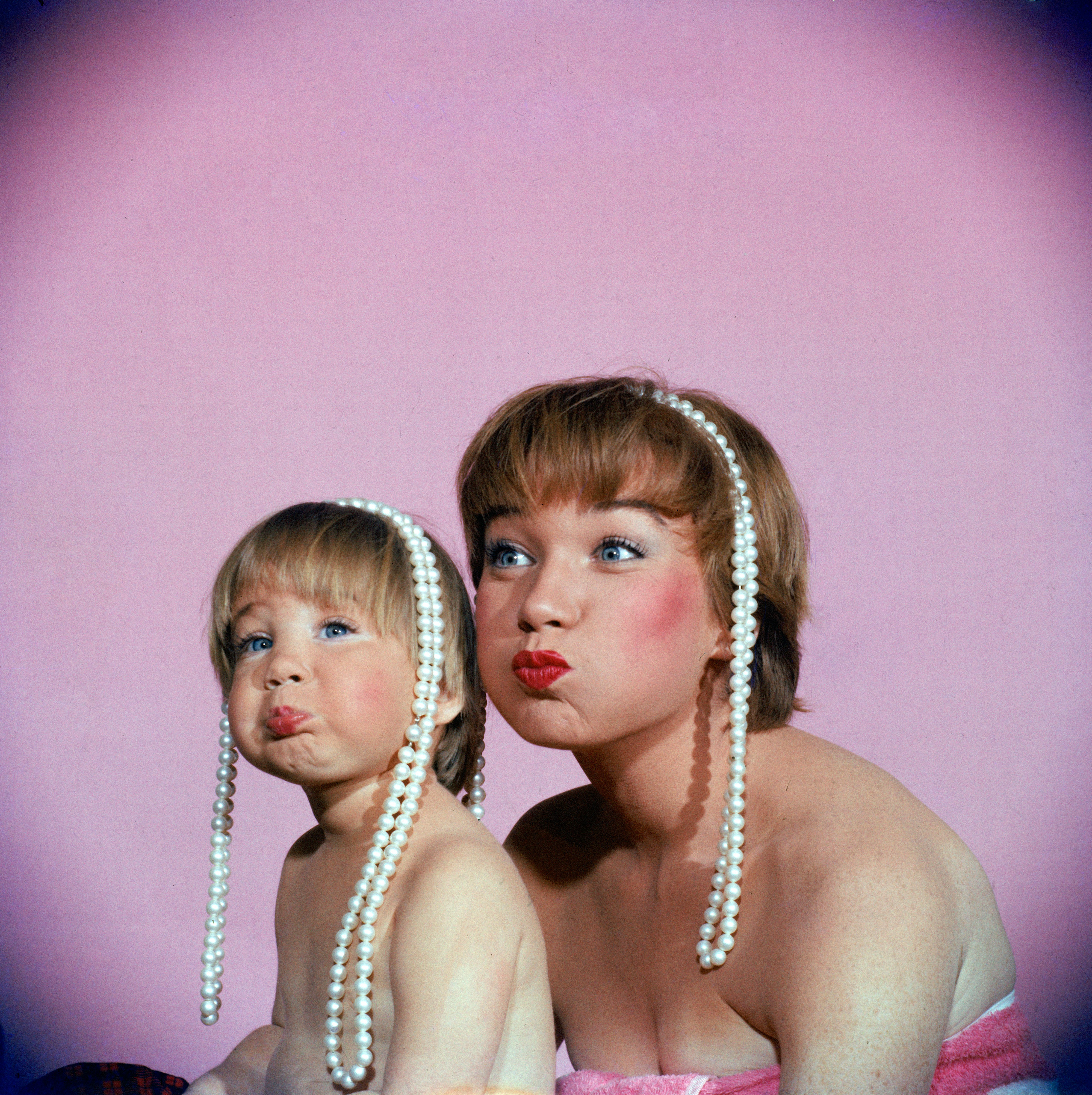 Shirley MacLaine and her daughter, Sachi Parker, in 1959.