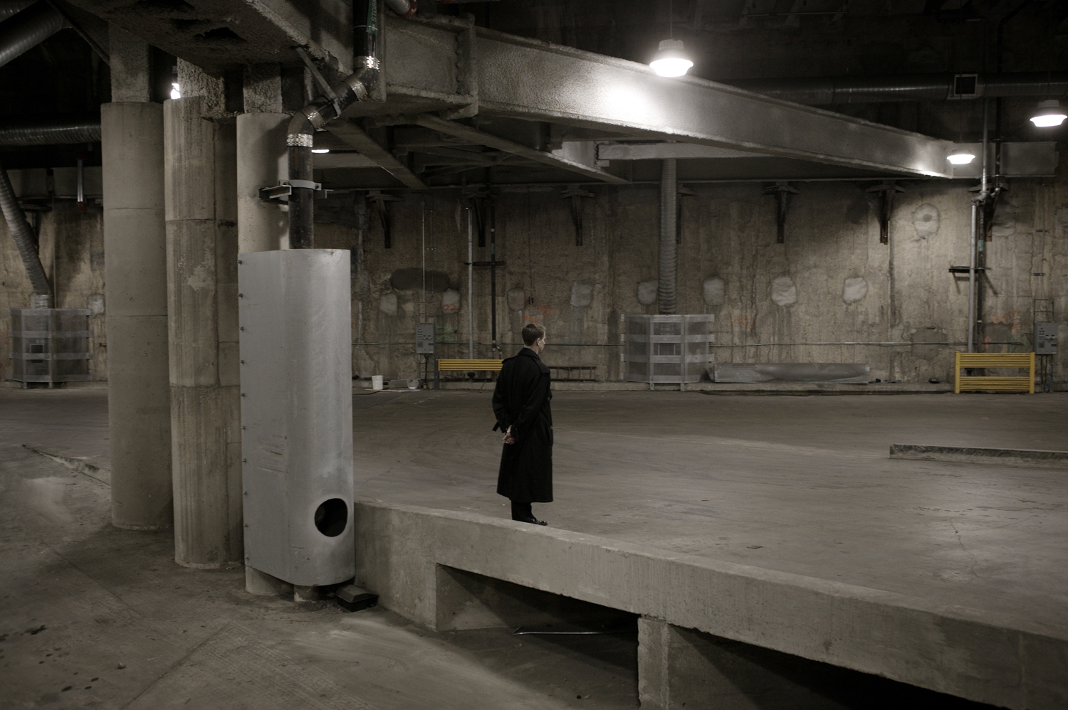 2004. A Secret Service agent stands guard at a garage in Washington, D.C.