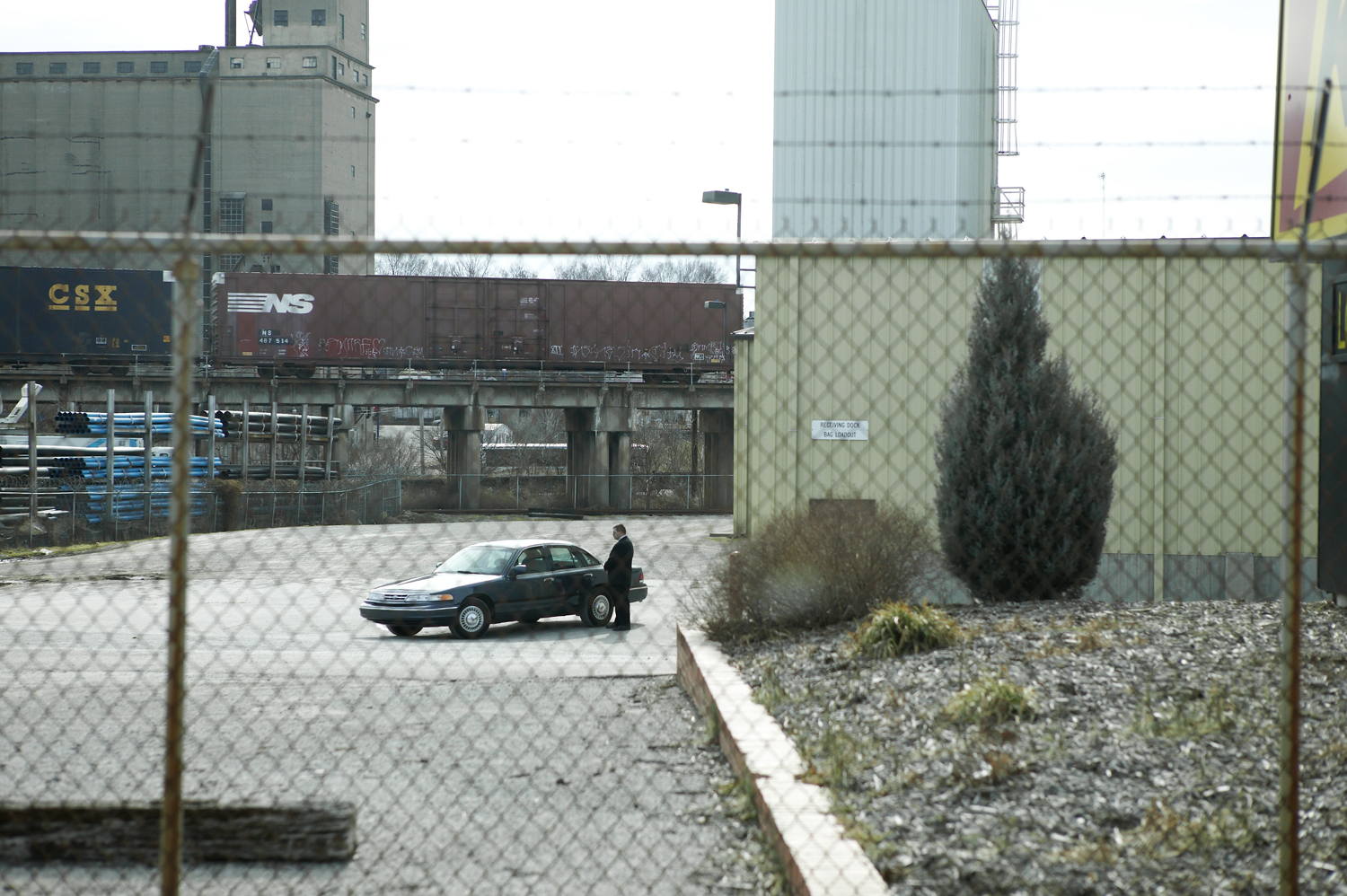 Feb. 26, 2004. A Secret Service agent stands by a car in Louisville, Ky.