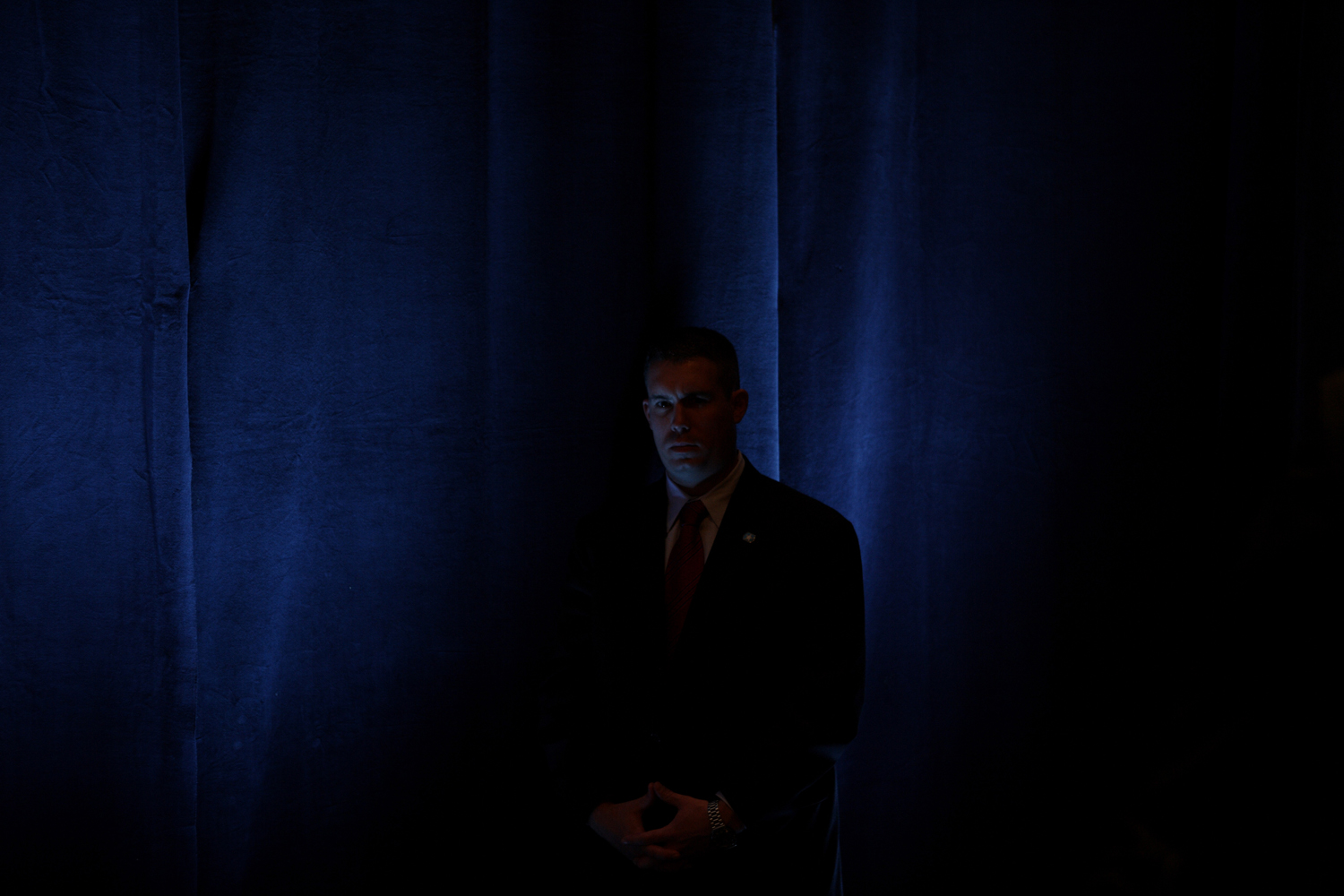 A Secret Service agent stands guard in Washington, Oct 26, 2005.