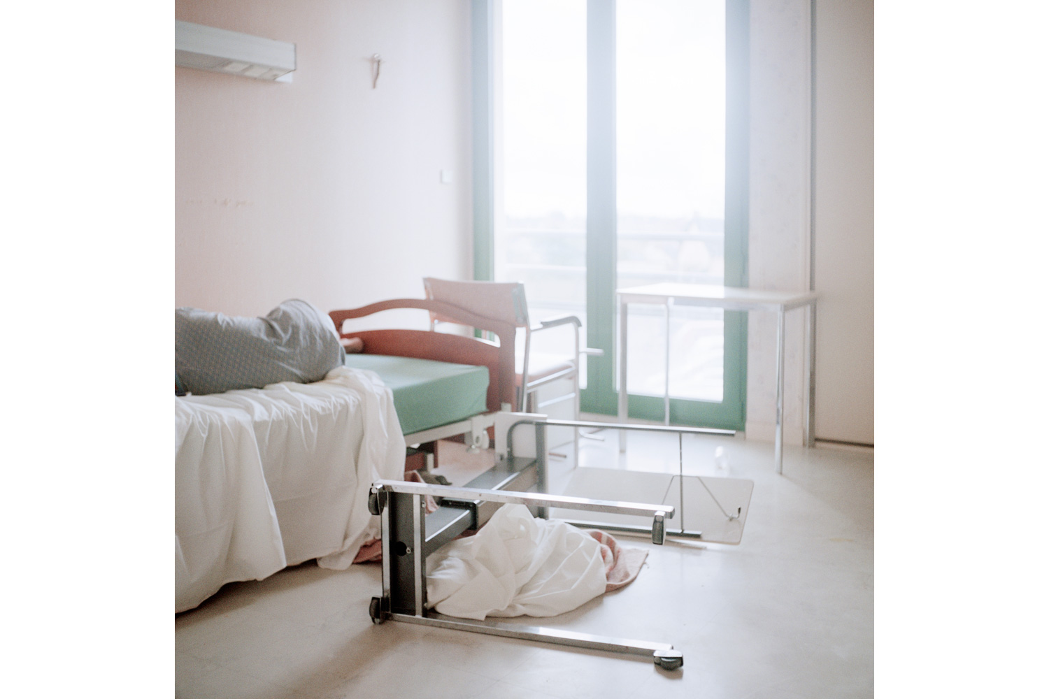 Evidence of a difficult night at 7 a.m. in a room in the Alzheimer's ward.  Alzheimer's disease can cause behaviour difficulties such as aggressiveness, eating disorders, increased anxiety or depressive tendencies