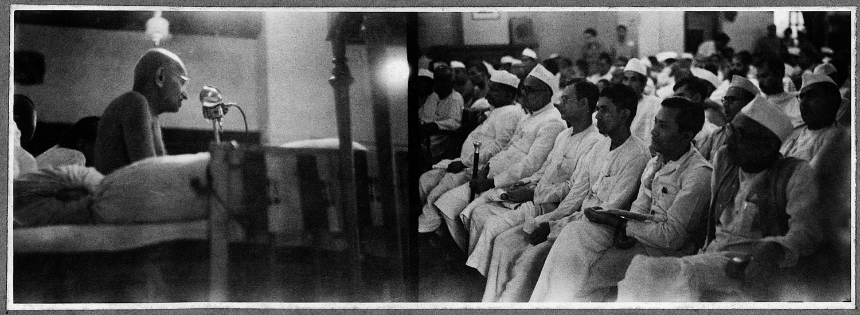 Gandhi addressing Congress Committee Delegates, 1947