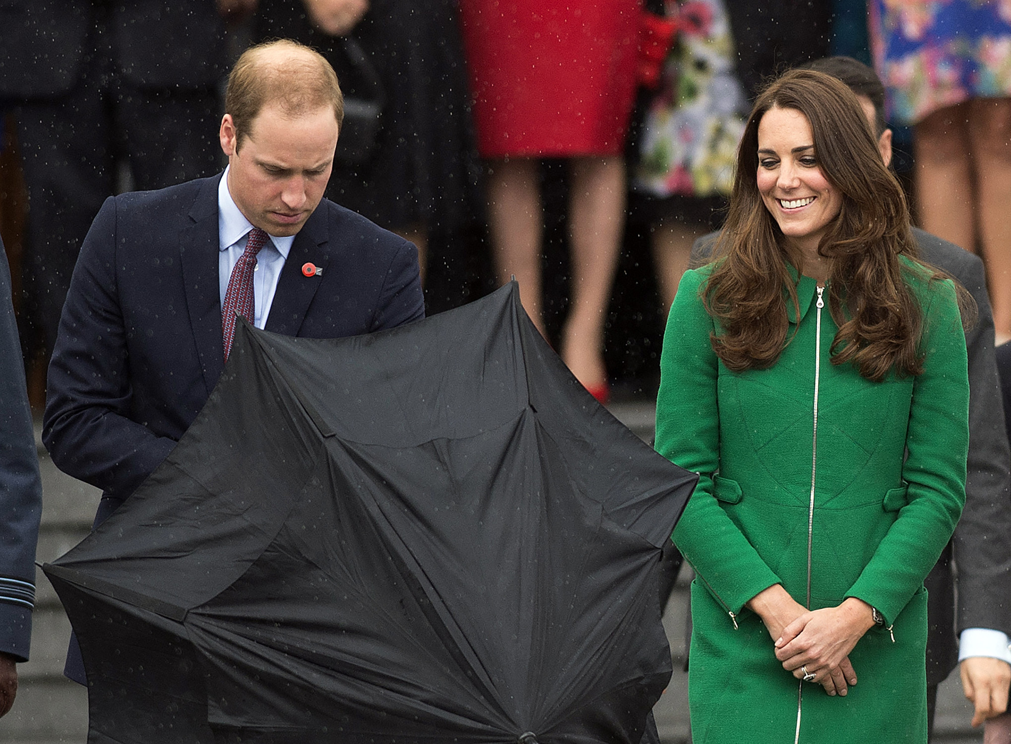 <strong>Gorgeous in Green</strong>Britain's Prince William opens an umbrella for himself and his wife Catherine, Duchess of Cambridge, during a walkabout in Cambridge, New Zealand, April 12, 2014.