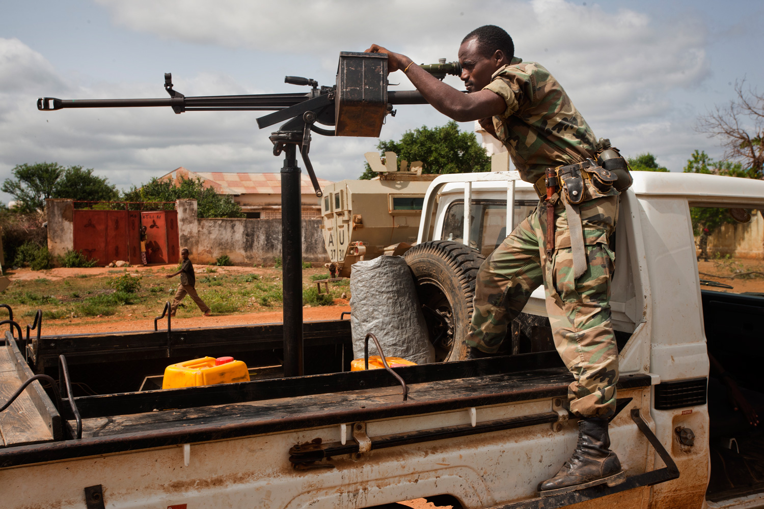 An Ethiopian soldier points his weapon at a possible threat in Baidoa, which has been held by the Ethiopians and will be handed over to the African Union troops.