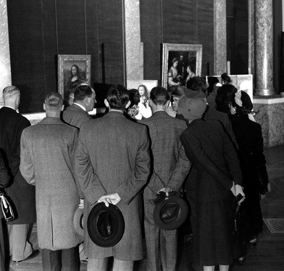 Patrons view Leonardo da Vinci's Mona Lisa, the Louvre, 1953.