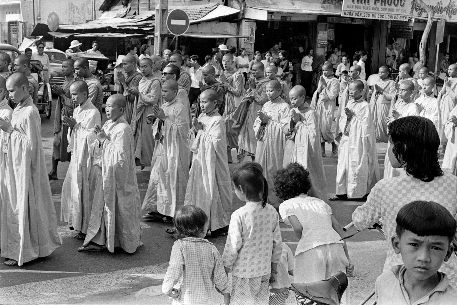 Monks and nuns formed a circle around a Saigon intersection.