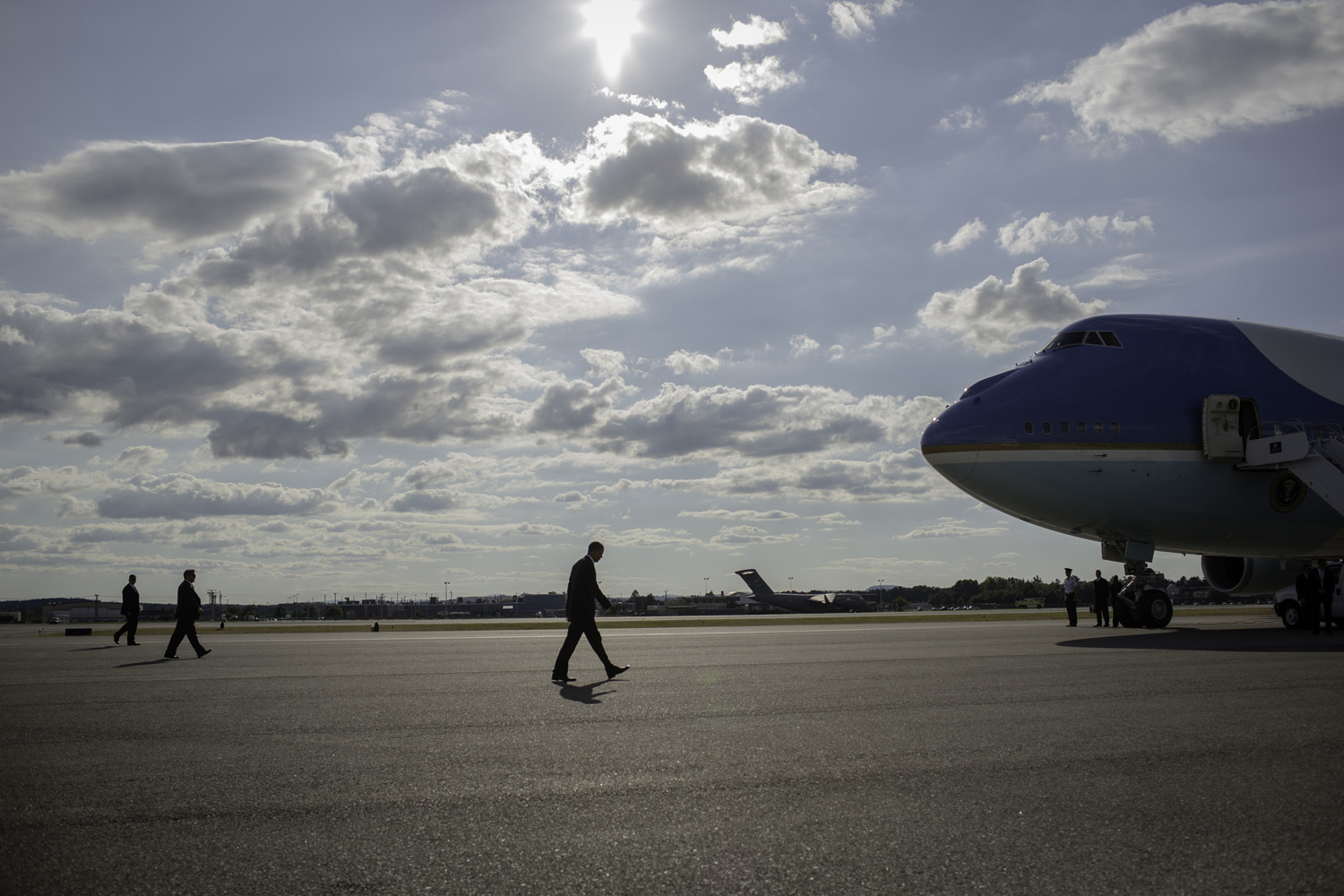 In the early evening, after a day of campaigning, President Obama walks from Marine One to Air Force One to head home.