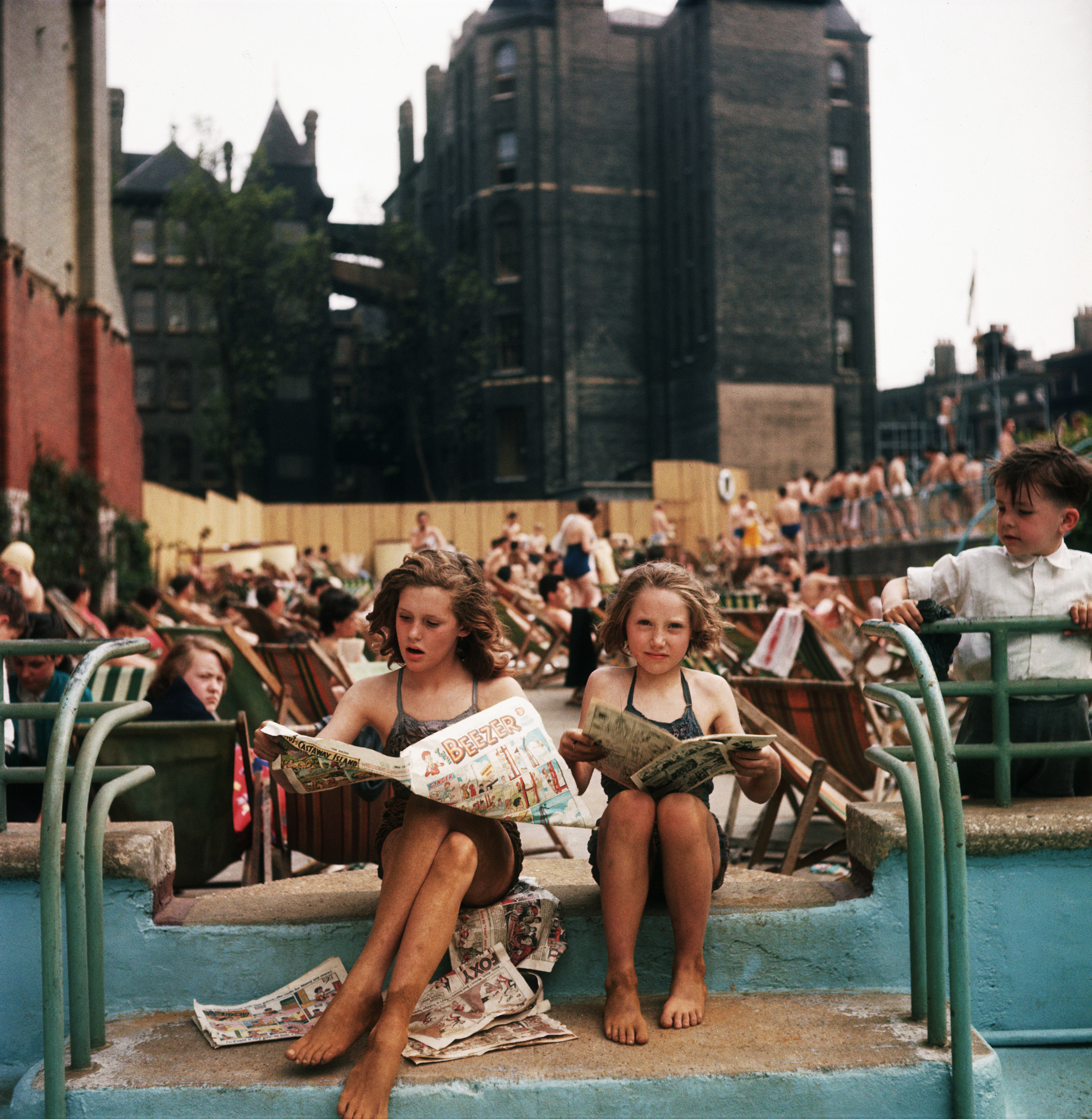 May 1956. Children sunbathing next to the old outdoor rooftop swimming pool at the Oasis Leisure Centre at High Holborn at the corner of Endell Street, Covent Garden. There have been baths and washhouses here since 1853.