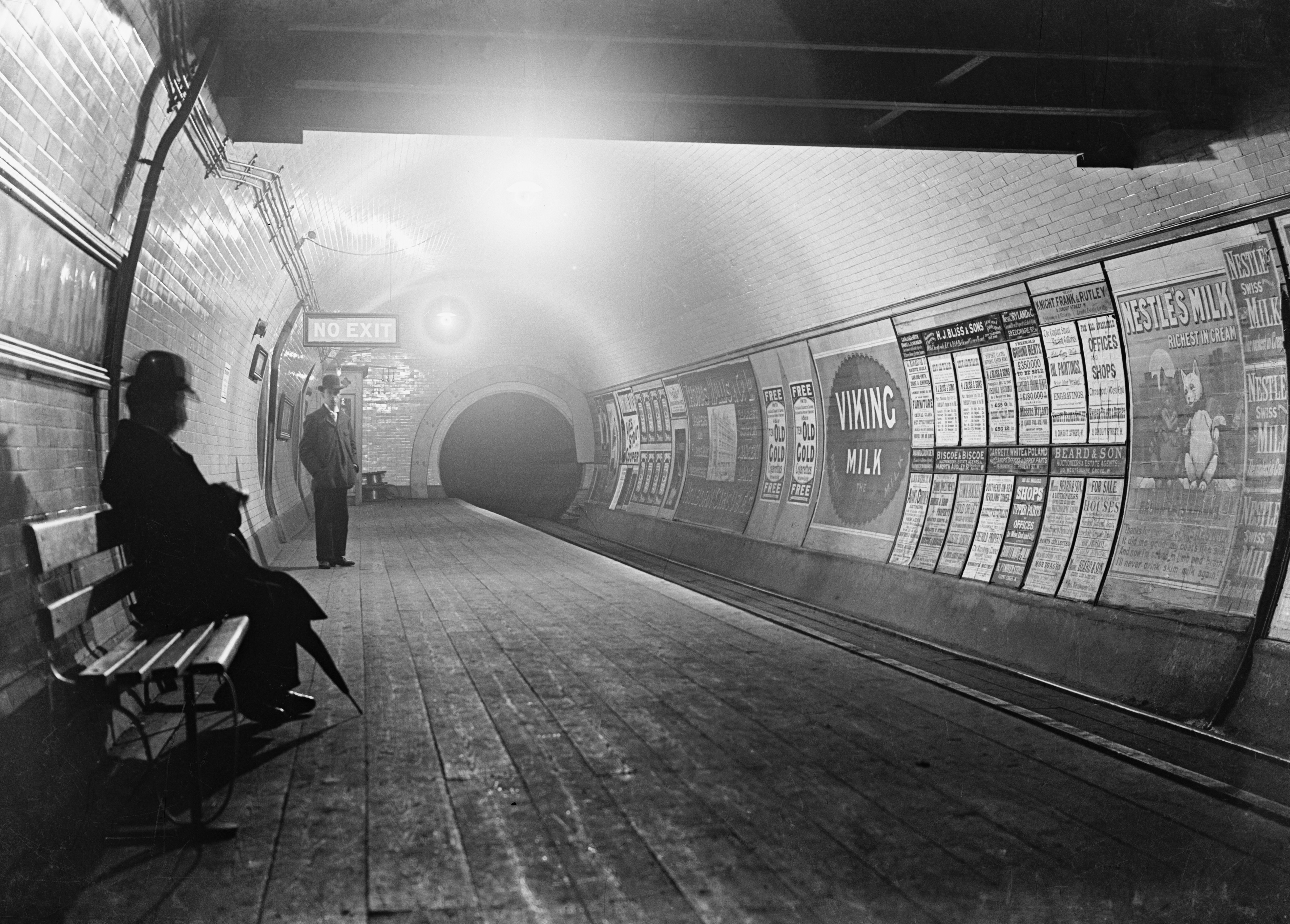 1890s. The City and South London Railway opened the world's first electric underground railway to the public on Dec. 18, 1890. Using the electrified third-rail system it ran from King William Street to Stockwell.