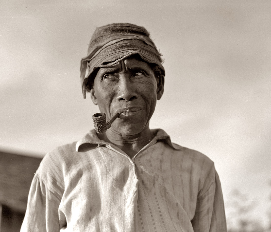 June 1937.  Old Negro. He hoes, picks cotton and is full of good humor. Aldridge Plantation, Mississippi.