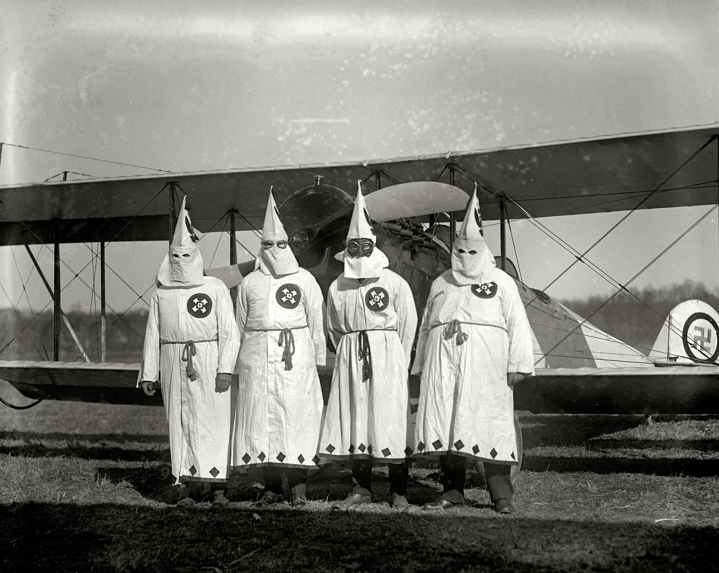 March 18, 1922.  Members of the Ku-Klux-Klan about to take off with the literature which was scattered over the suburbs of the city.  The date coincides with a Klan parade through Washington's Virginia suburbs.