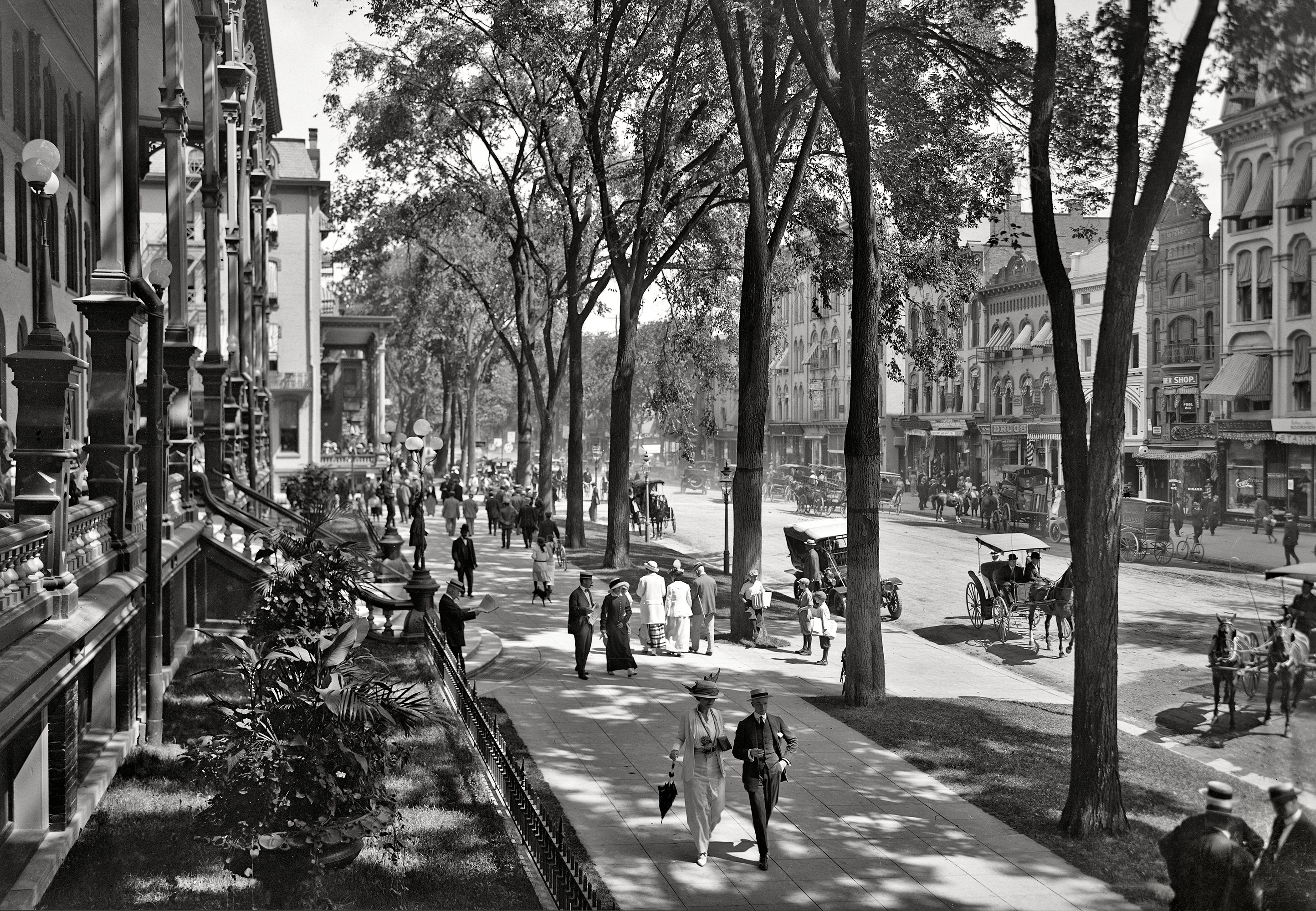 Saratoga Springs, New York, circa 1915.  Broadway at the United States Hotel.  Looking more than a little like one of those idealized Disney  Main Streets.