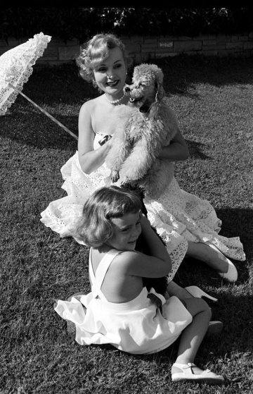 Zsa Zsa Gabor with her daughter Francesca, 1951.