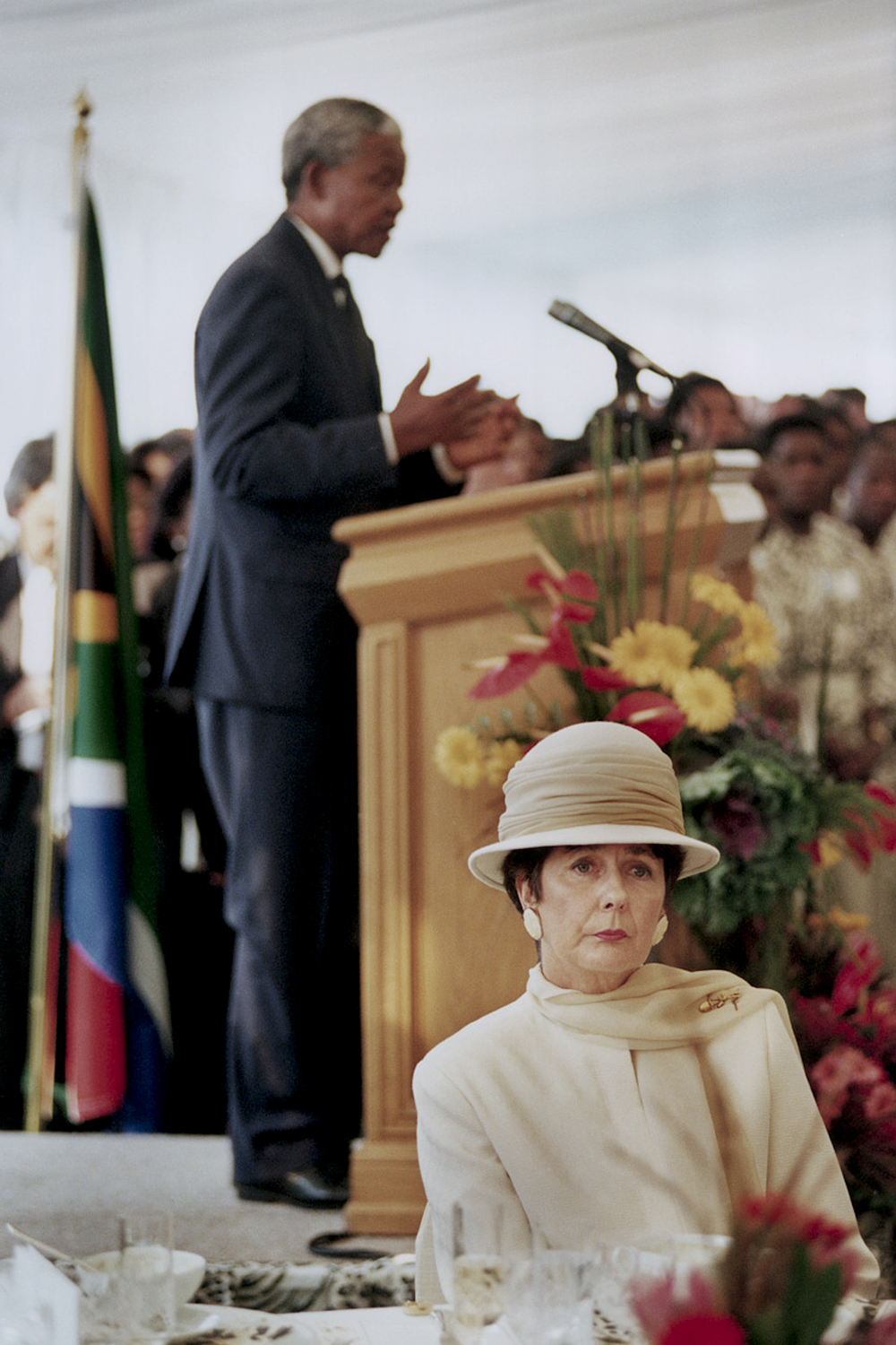 Minutes after Mandela was inaugurated as the first President of a democratic and free South Africa, David Turnley managed to earn access to an exclusive luncheon. During his first speech in front of heads of state, the wife of the former President F. W. De Klerk couldn't bring herself to turn and listen to the new President.