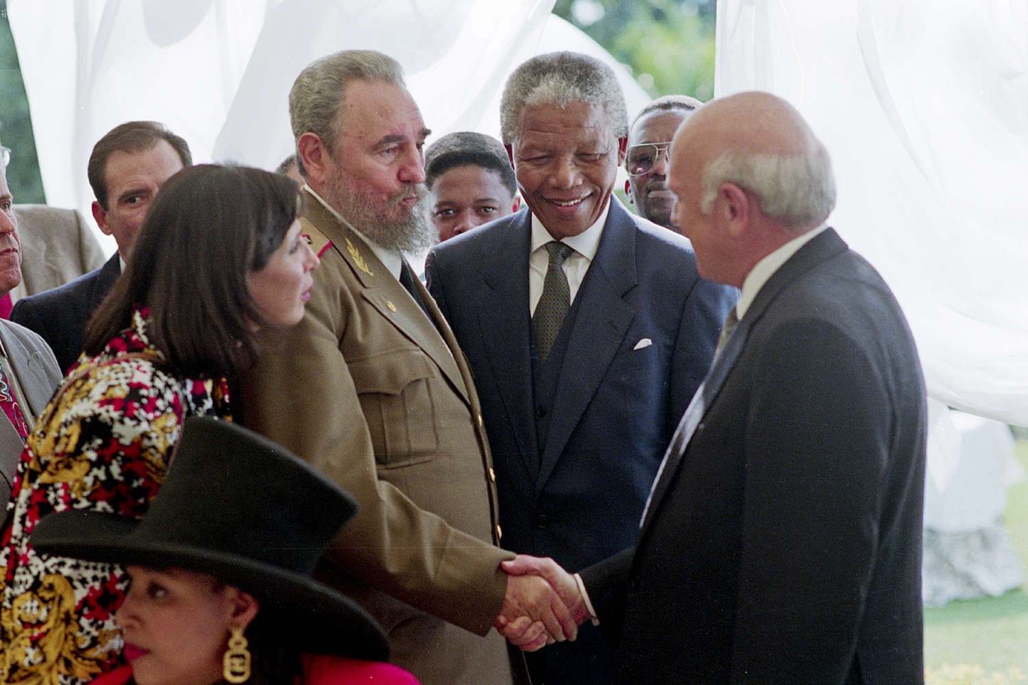 Just after Nelson Mandela's inaugural speech, he introduces Cuban President Fidel Castro to the former South African President F. W. De Klerk.
