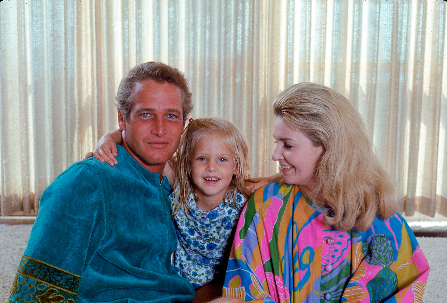 Paul Newman with daughter Clea and wife Joanne Woodward, 1968.