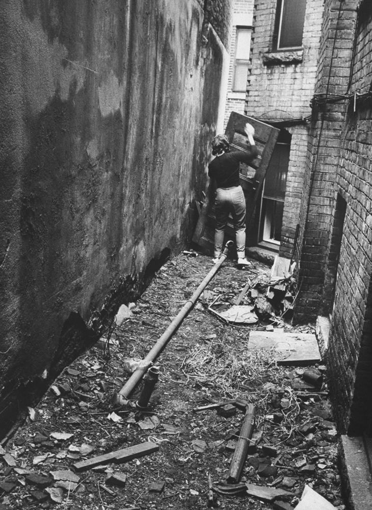 <strong>Not published in LIFE.</strong> Girl barricading alley outside apartment during series of Boston stranglings, 1963.