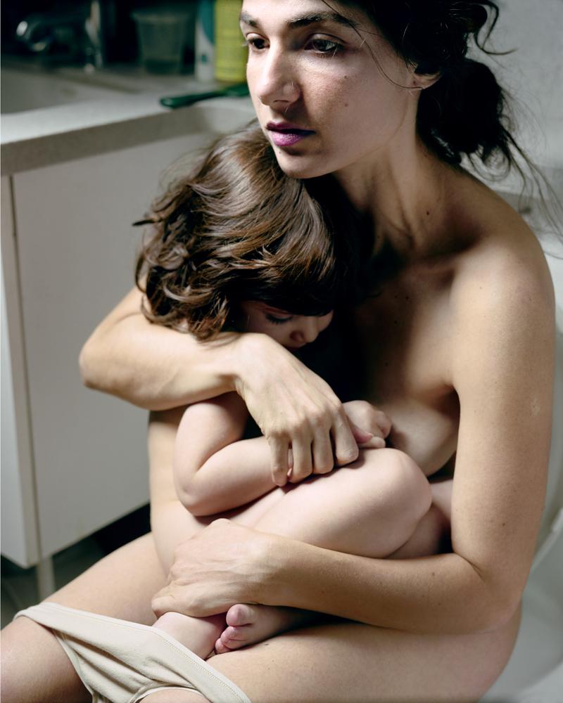 Holding Emmanuelle, 2008