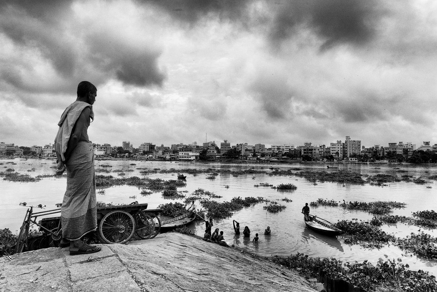 The Buriganga River gave life to Dhaka and Dhaka destroyed it. Chemical agents such as hexavalent chromium, mercury, sulphuric acid, formaldehyde, toluene, cadmium, chromium acetate are responsible for the death of the Buriganga River and for thousands of cases of severe intoxication, often with fatal consequences for the people who work or live in the surrounding areas.  South Dhaka, Bangladesh